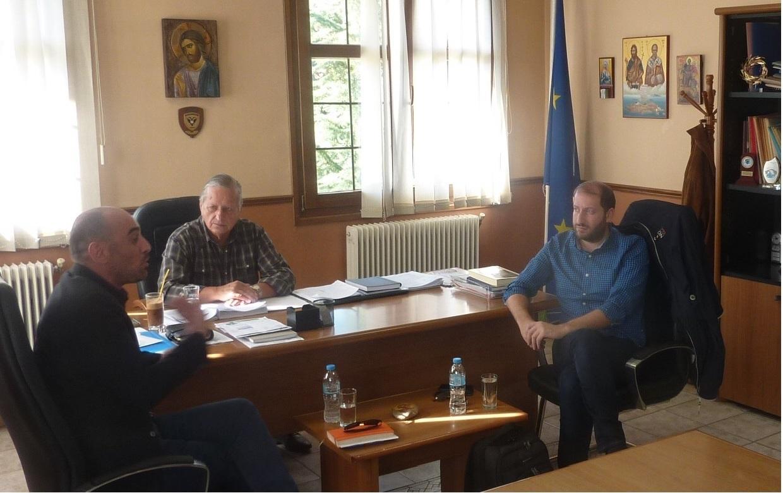 Πραγματοποιήθηκε στις 18 Οκτωβρίου 2017 συνάντηση του Δημάρχου Νεστορίου και υπηρεσιακών παραγόντων του Δήμου με τους εκπροσώπους της ΤΑΡ Α.Ε. κ. Γκοσλιόπουλου Μιχαήλ και της Μακεδονικής Α.Ε. κ. Οικονόμου Ιωάννη με αφορμή την έναρξη εκπόνησης των Διαχειριστικών Μελετών του Δήμου Νεστορίου από την Μακεδονική Α.Ε.